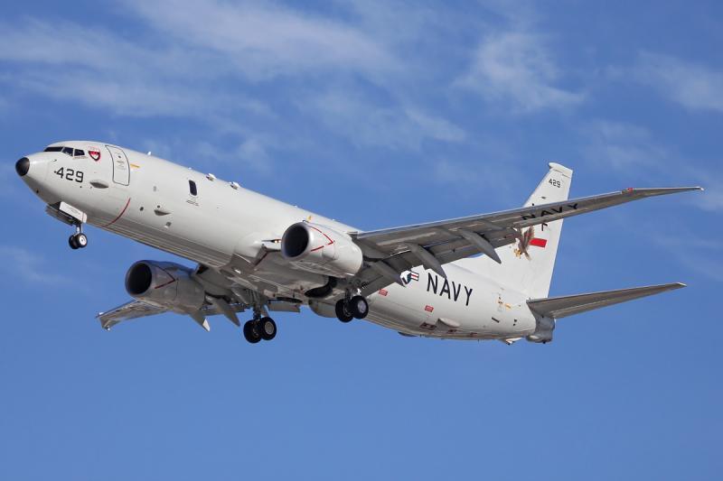 توليفات تكنولوجية لتغطية الساحل ومراقبة «المناطق الاقتصادية الحصرية» -6-US_Navy_P-8_Poseidon_taking_off_at_Perth_Airport
